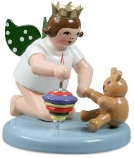 Weihnachtsengel kniend mit Krone Kreisel und Teddy